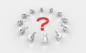 Duda: Avatares de personas sentadas en corro observando un símbolo de interrogación